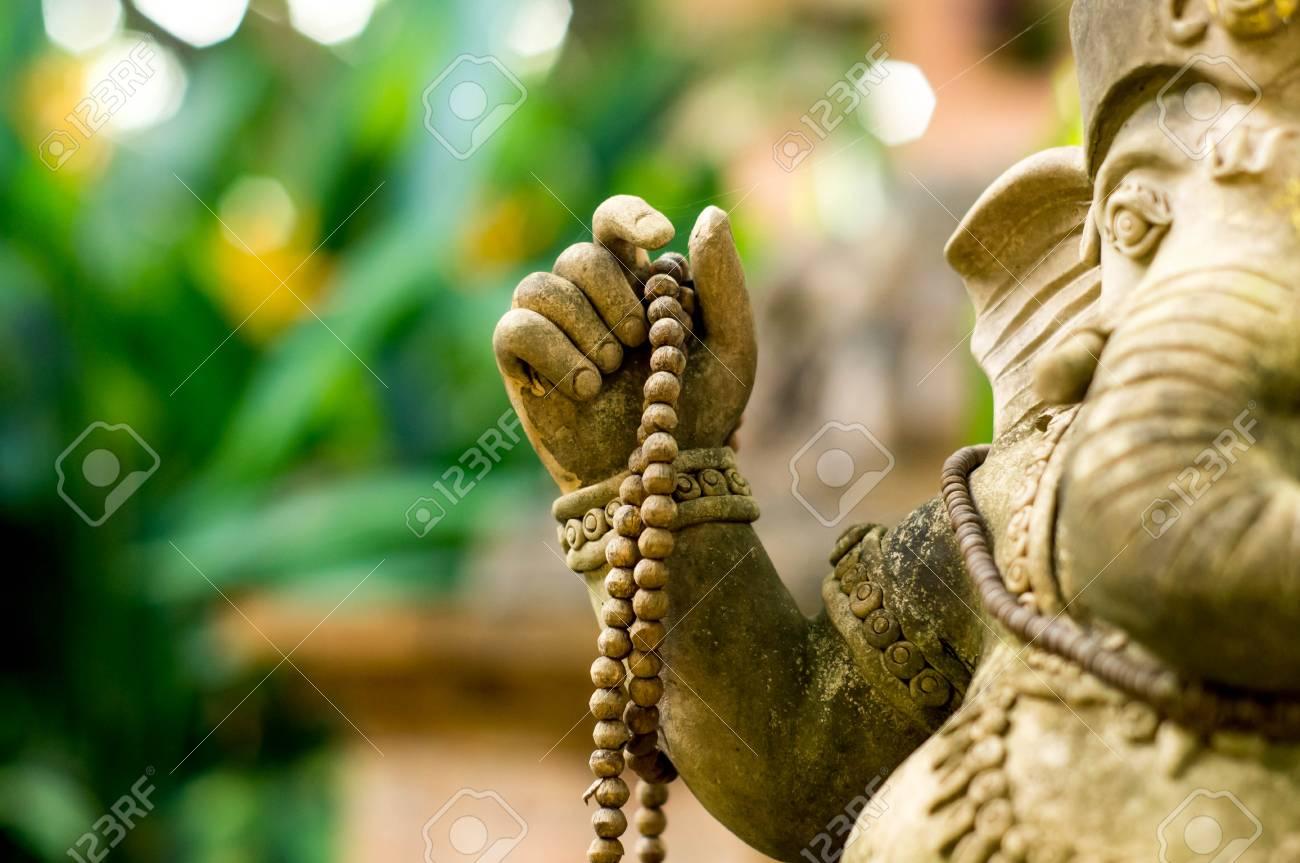 La Credenza In Dio : Ganesha statua di un dio credenze indù foto royalty free