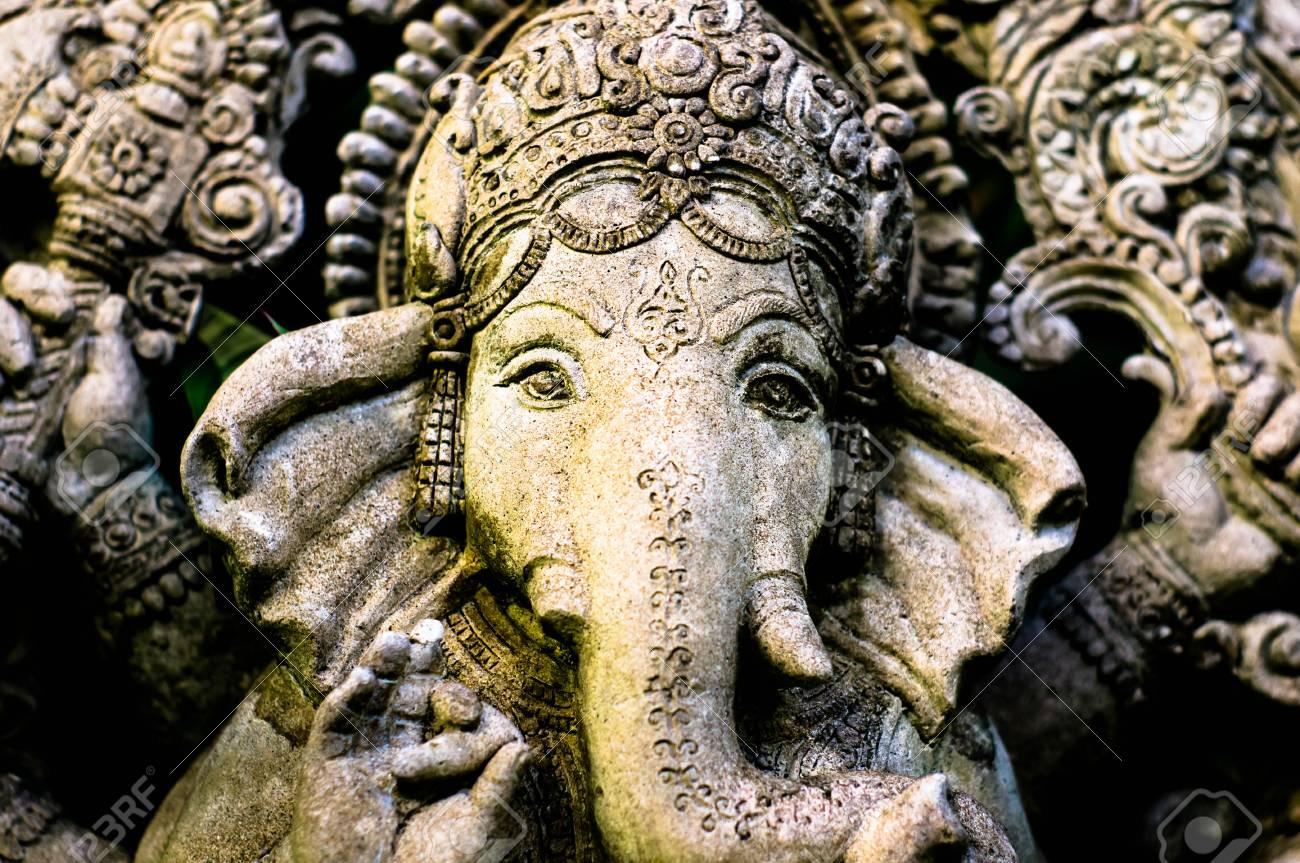 La Credenza In Dio : Statua di ganesha un dio credenze indù foto royalty free