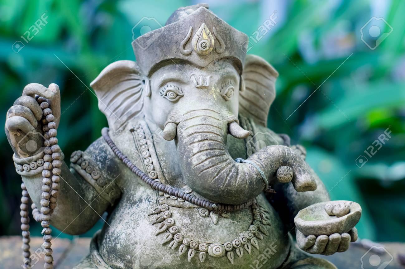 La Credenza In Dio : Statua di ganesha un dio delle credenze indù foto royalty free