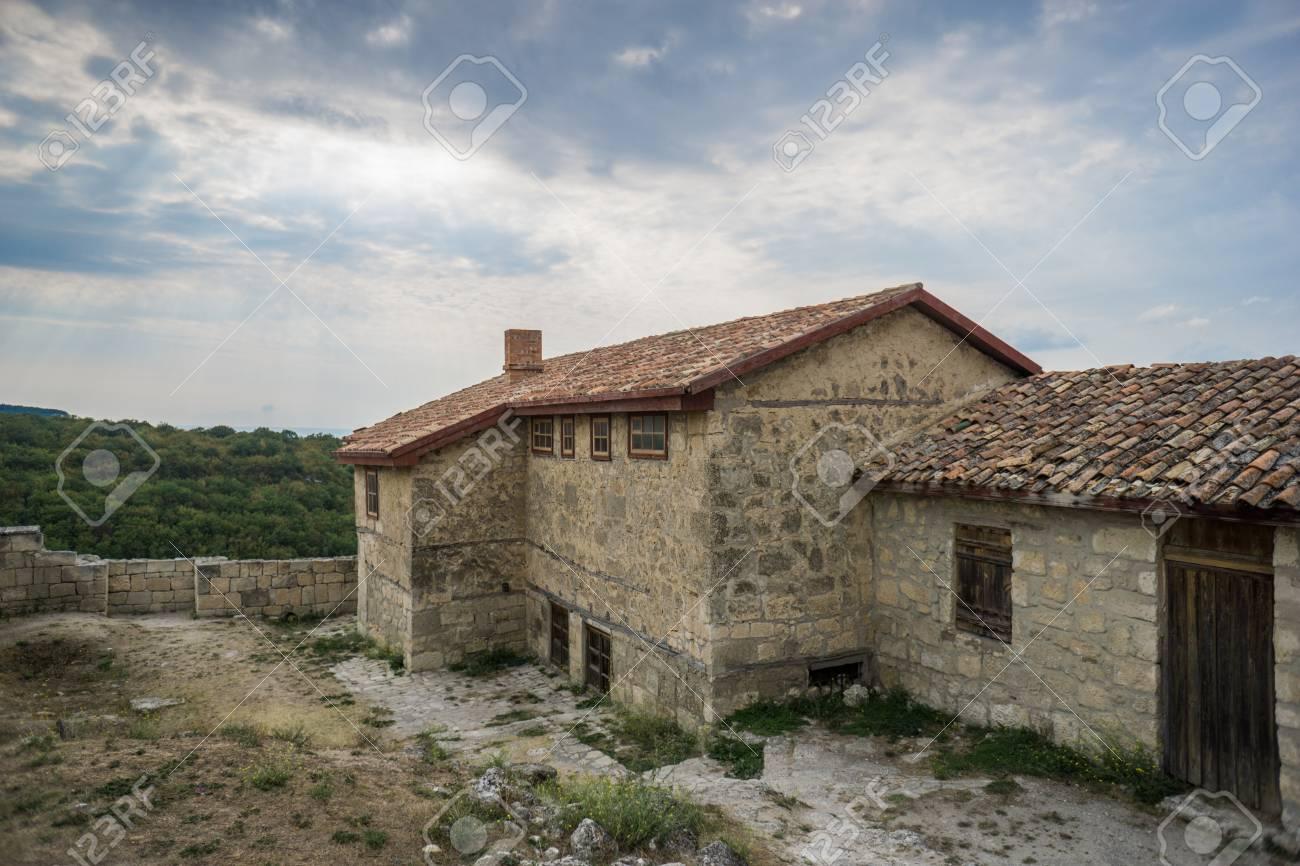 Case In Pietra Di Montagna : Immagini stock vecchie case di pietra della città medievale
