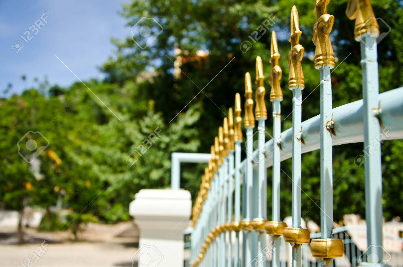 Curve steel fence Stock Photo - 10365349