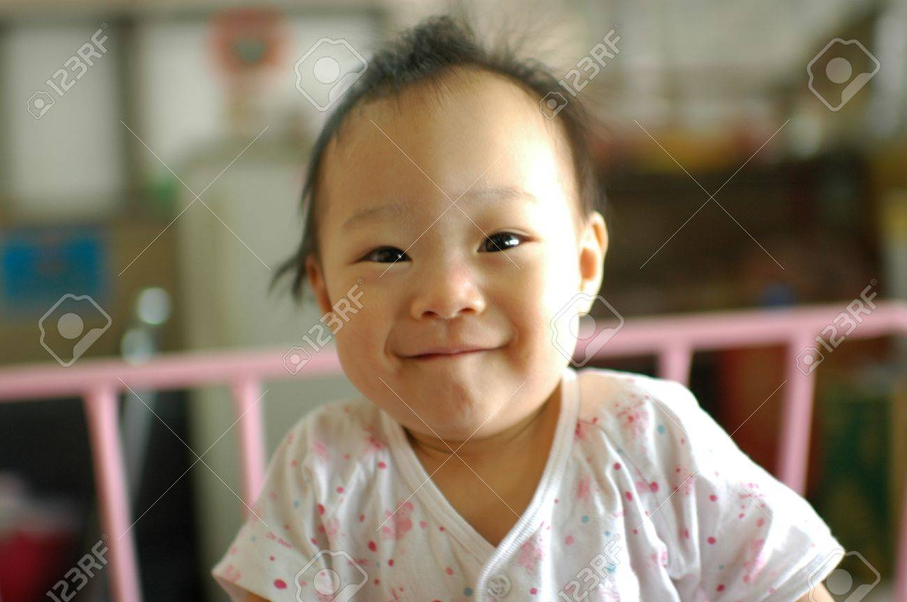 Cute Asian baby girl Stock Photo - 14156649