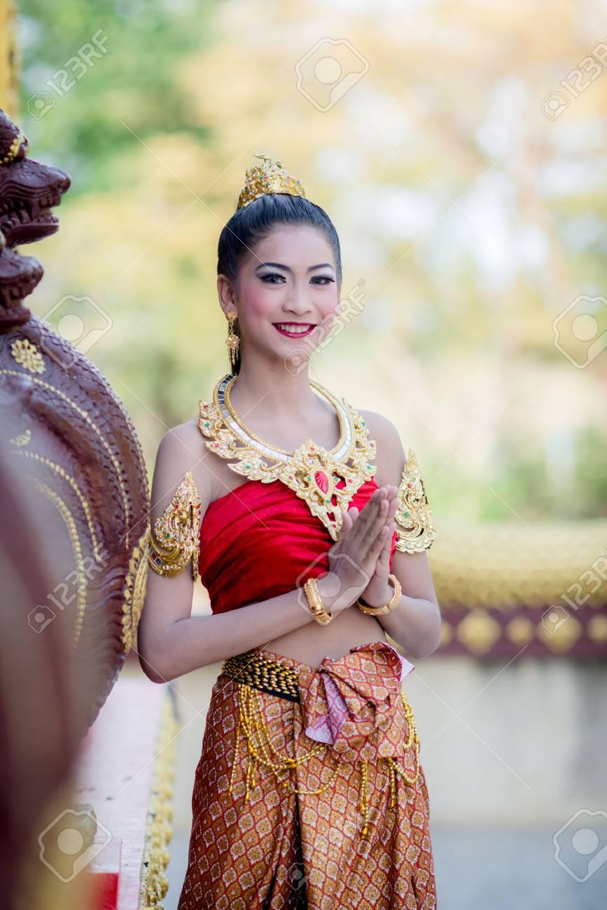 Femme Thailandaise Photos femme thaïlandaise en costume traditionnel de thaïlande