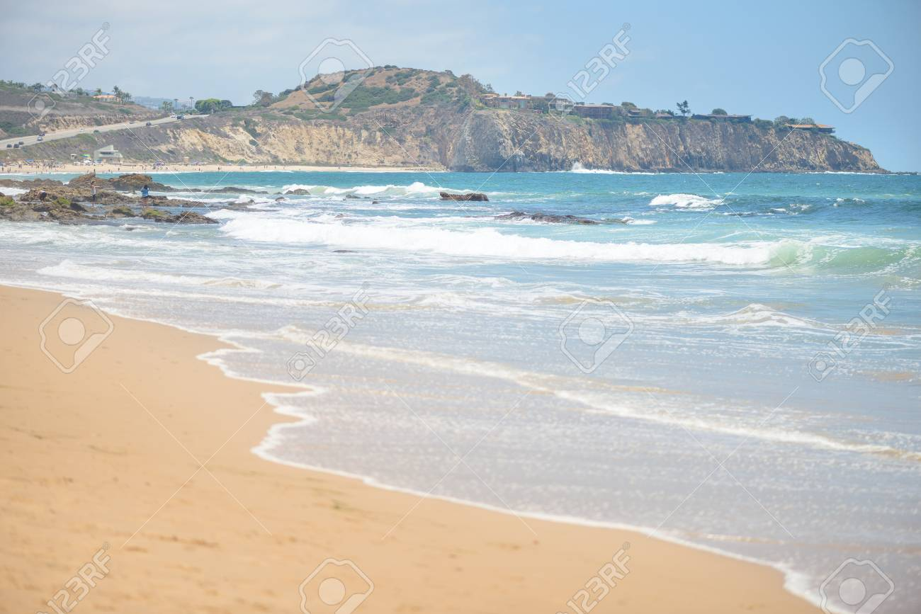 Beautiful sandy beach and waves in the ocean - 106272132