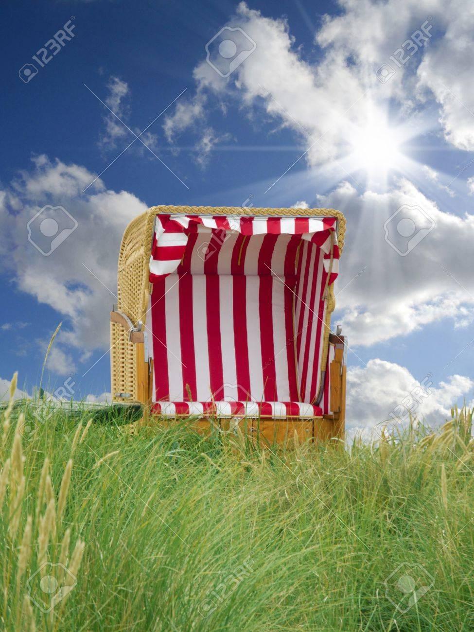 Strandkorb dünen  Zeit Für Den Sommerurlaub - Lonesome Strandkorb In Den Dünen ...