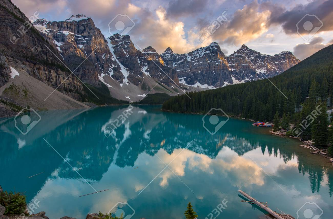 The Moraine lake sunset with snow with turquoise lake and cloudy sunset sky, Banff, Alberta, Canada - 115023901