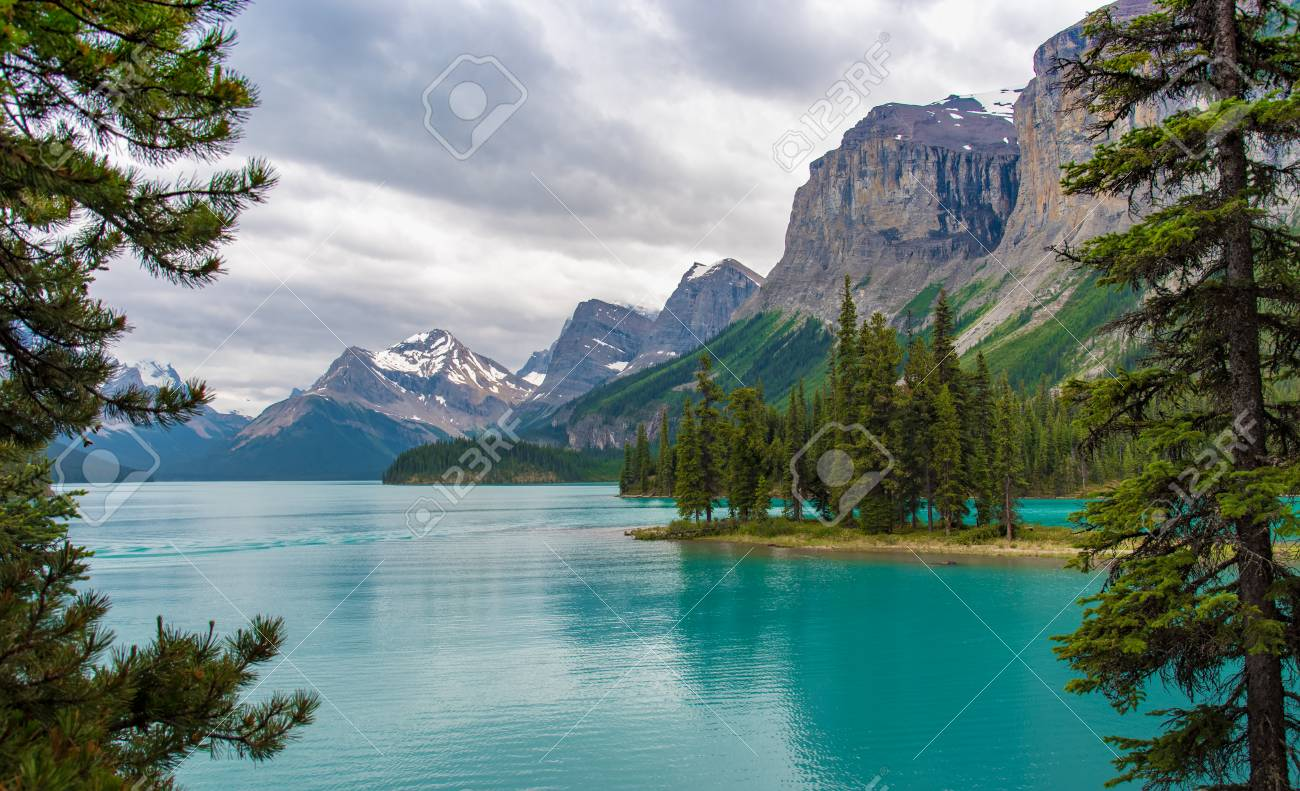 Canada forest landscape of Spirit Island with big mountain in the background, Alberta, Canada. - 115023864