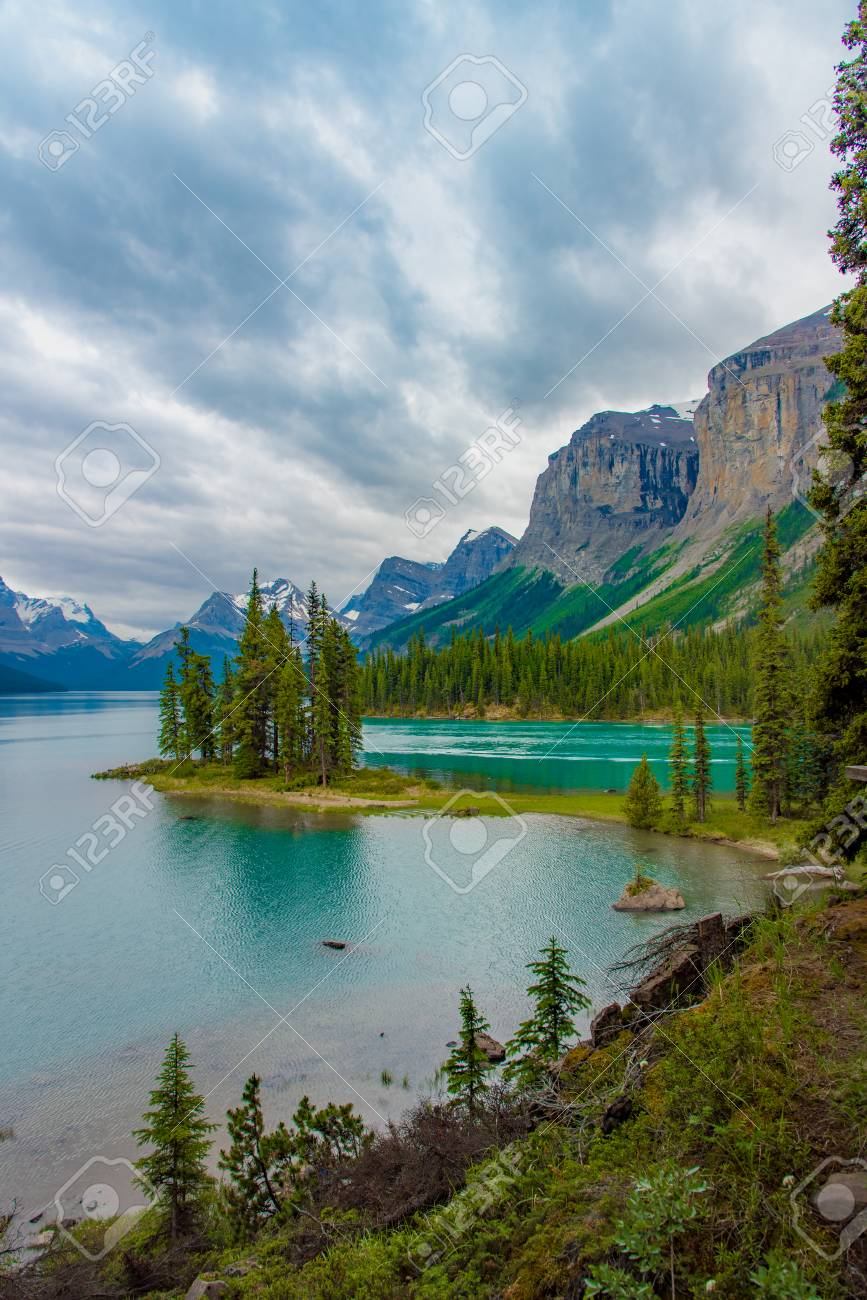 Canada forest landscape of Spirit Island with big mountain in the background, Alberta, Canada. - 115023866