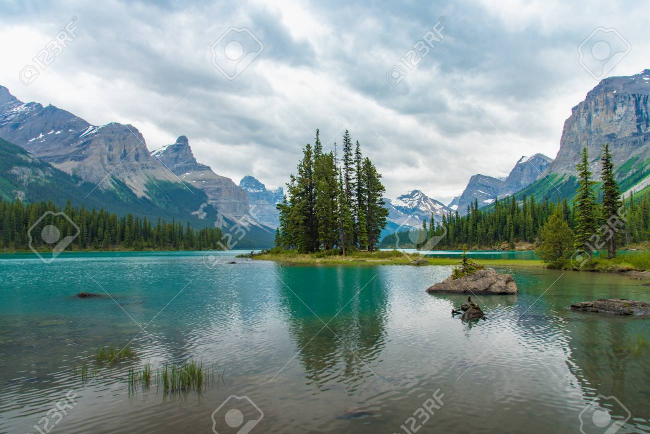 Canada forest landscape of Spirit Island with big mountain in the background, Alberta, Canada. - 115023867