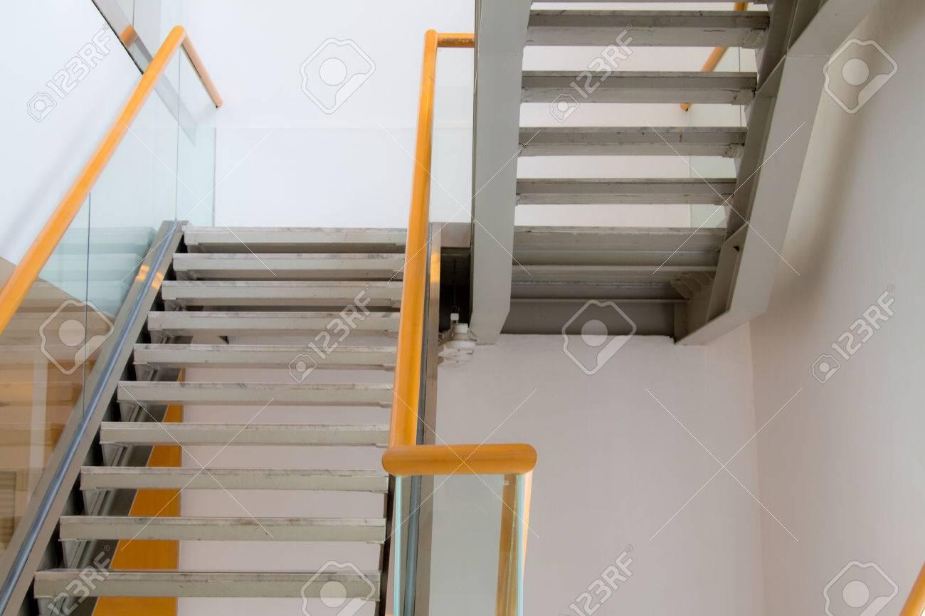 Edificios de oficinas de lujo, escaleras interiores decoración de interiores
