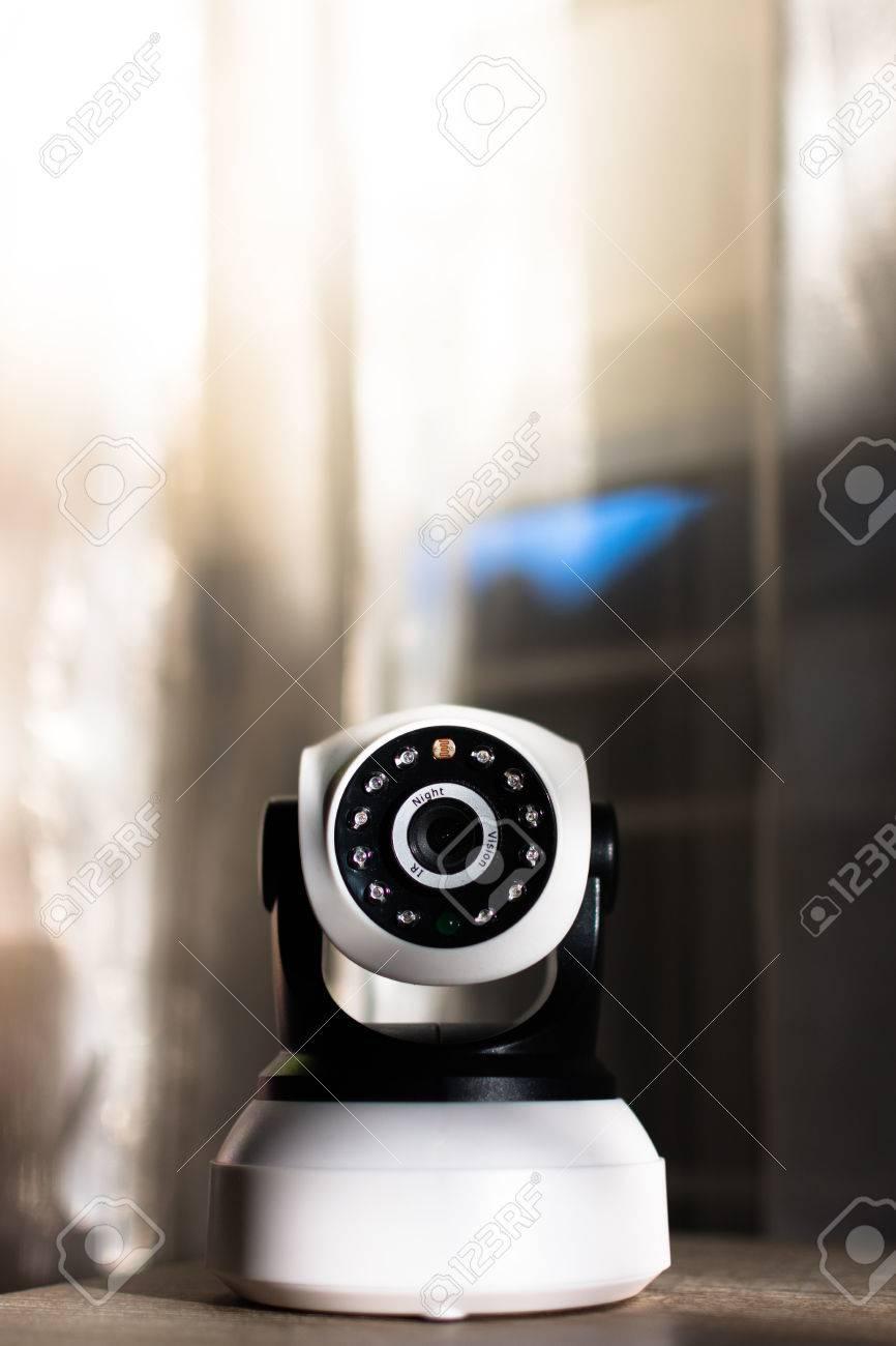 die cctv-Überwachungskamera, die zu hause arbeitet. lizenzfreie
