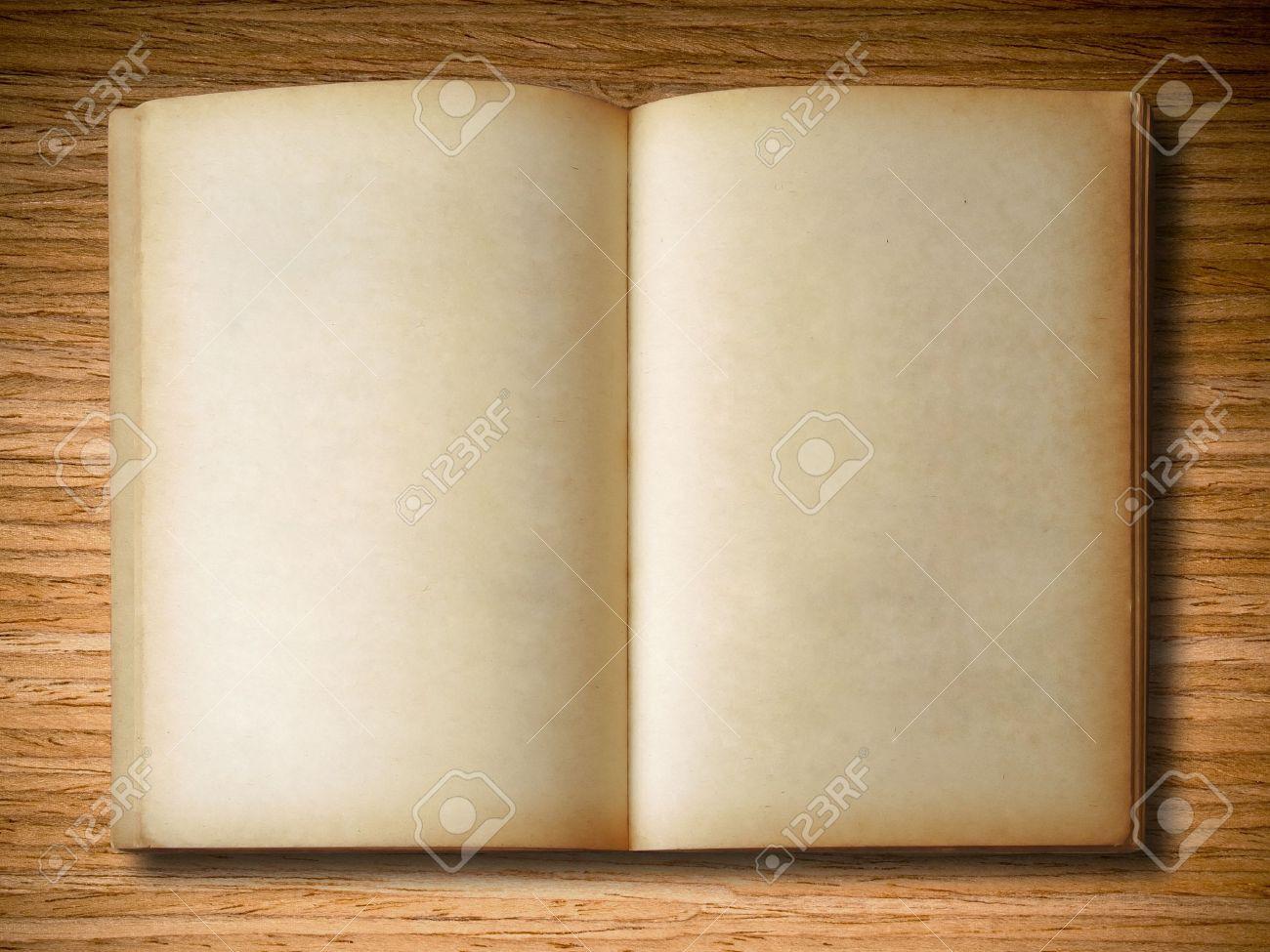 Ancien Livre Ouvert Sur Fond De Bois Chene