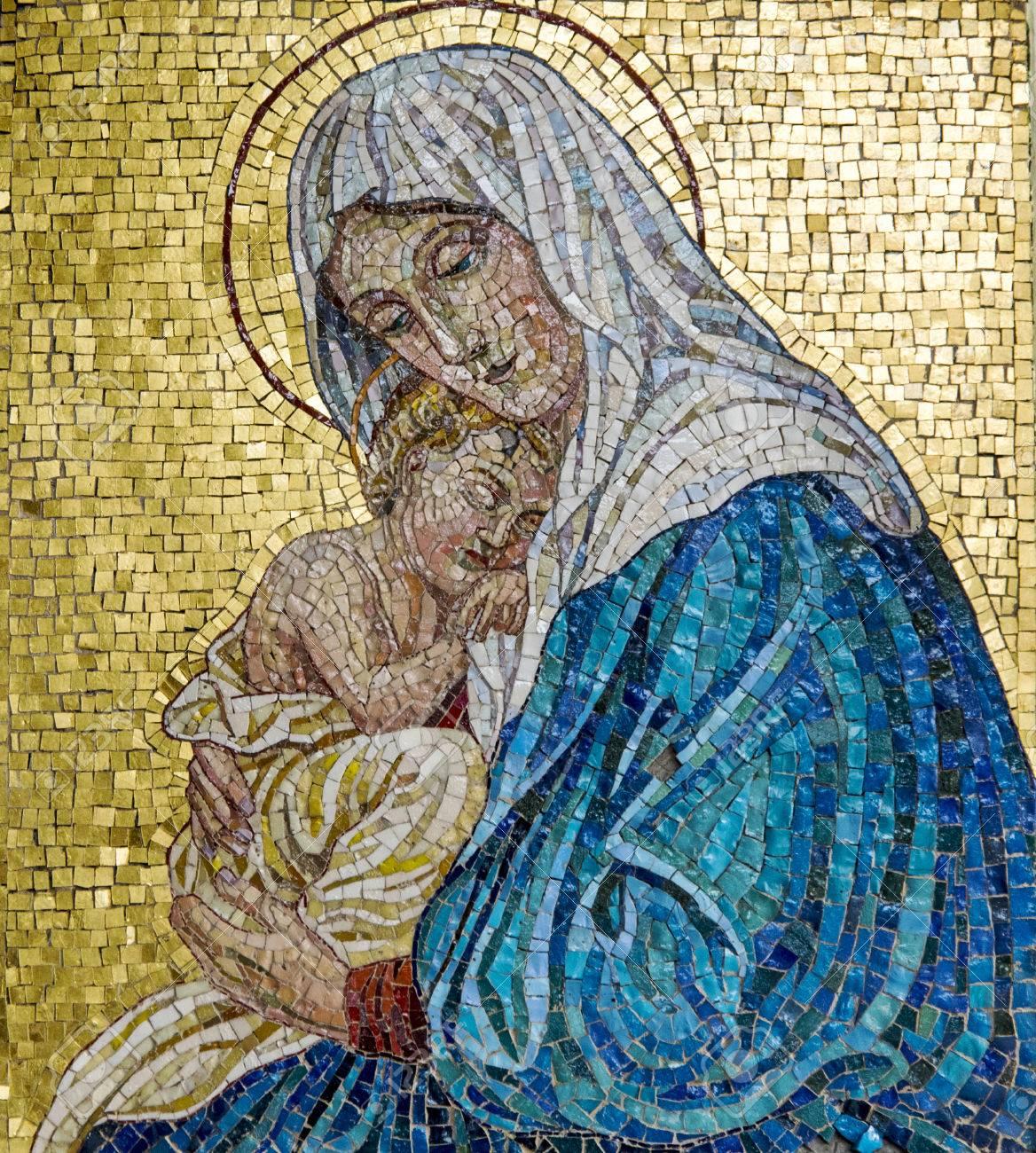 Mosaico De La Virgen María Con El Niño Jesús Fotos Retratos