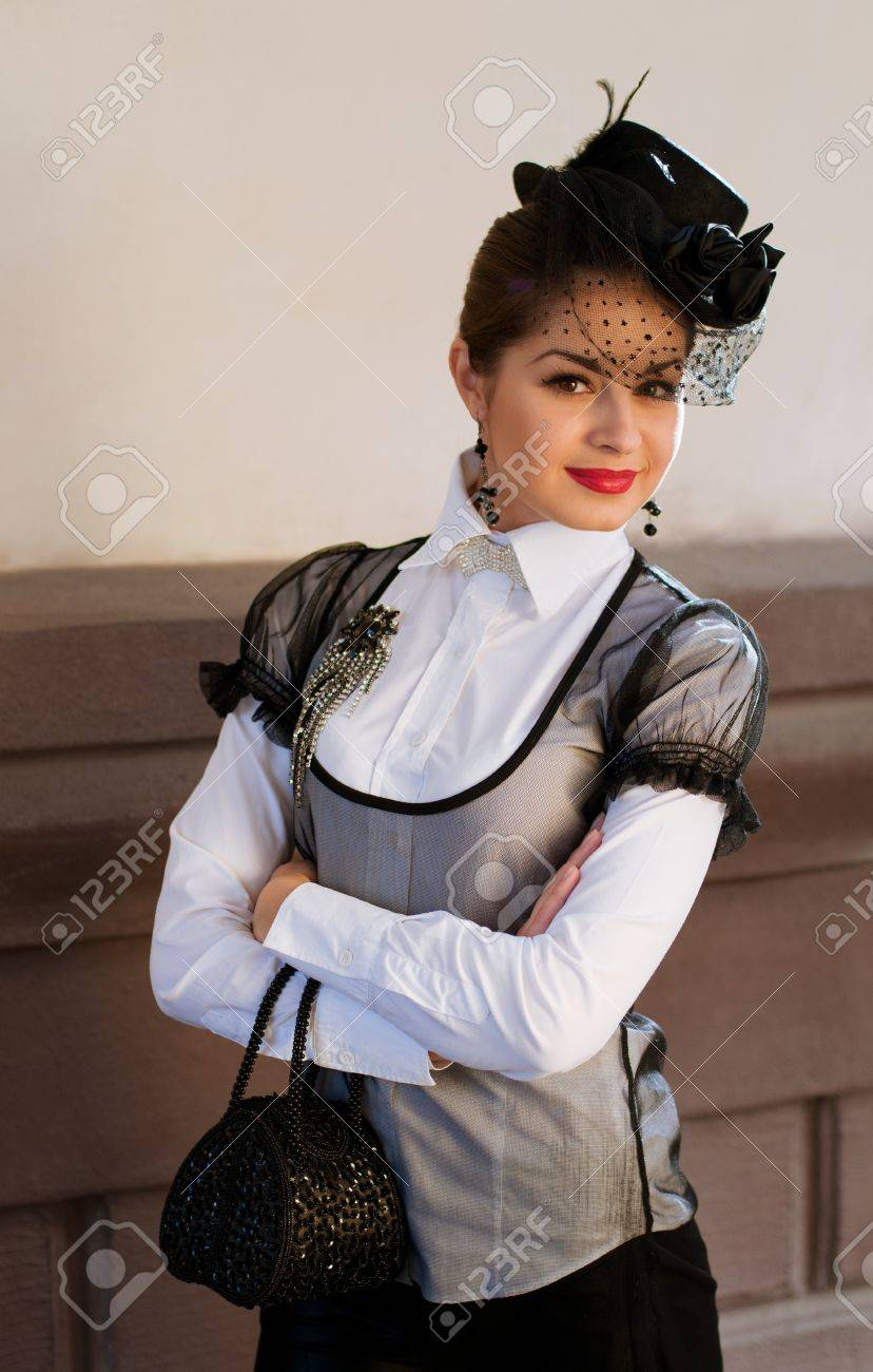 Темноволосая кареглазая женщина 7 фотография