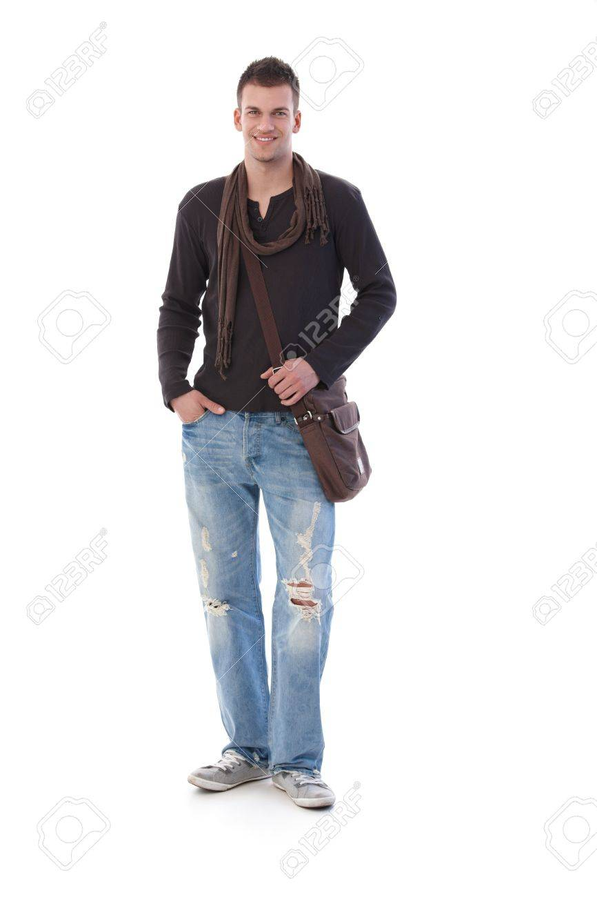 1768cb6b32a Foto de archivo - Joven hombre vistiendo ropa casual, sonriendo a la cámara.