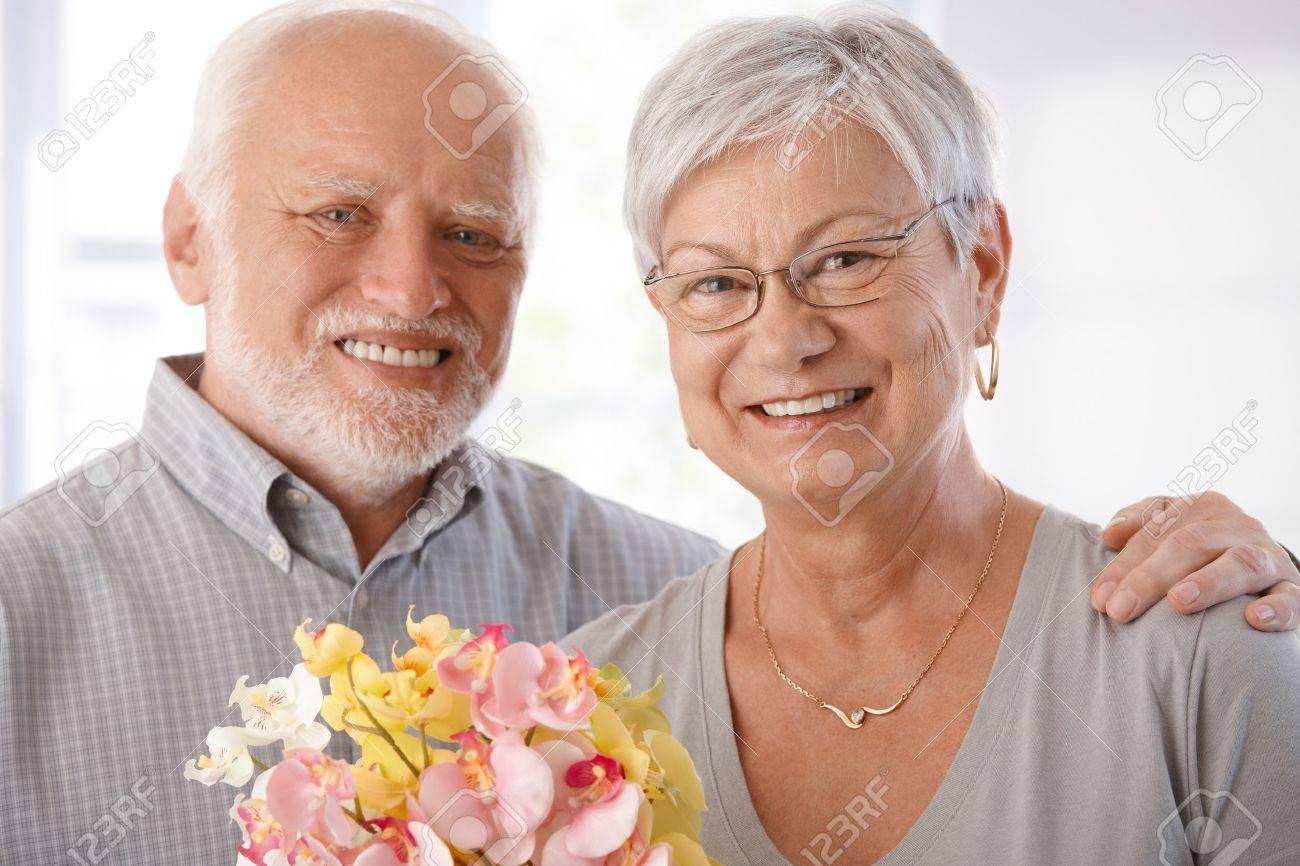 Resultado de imagen para ancianos felices