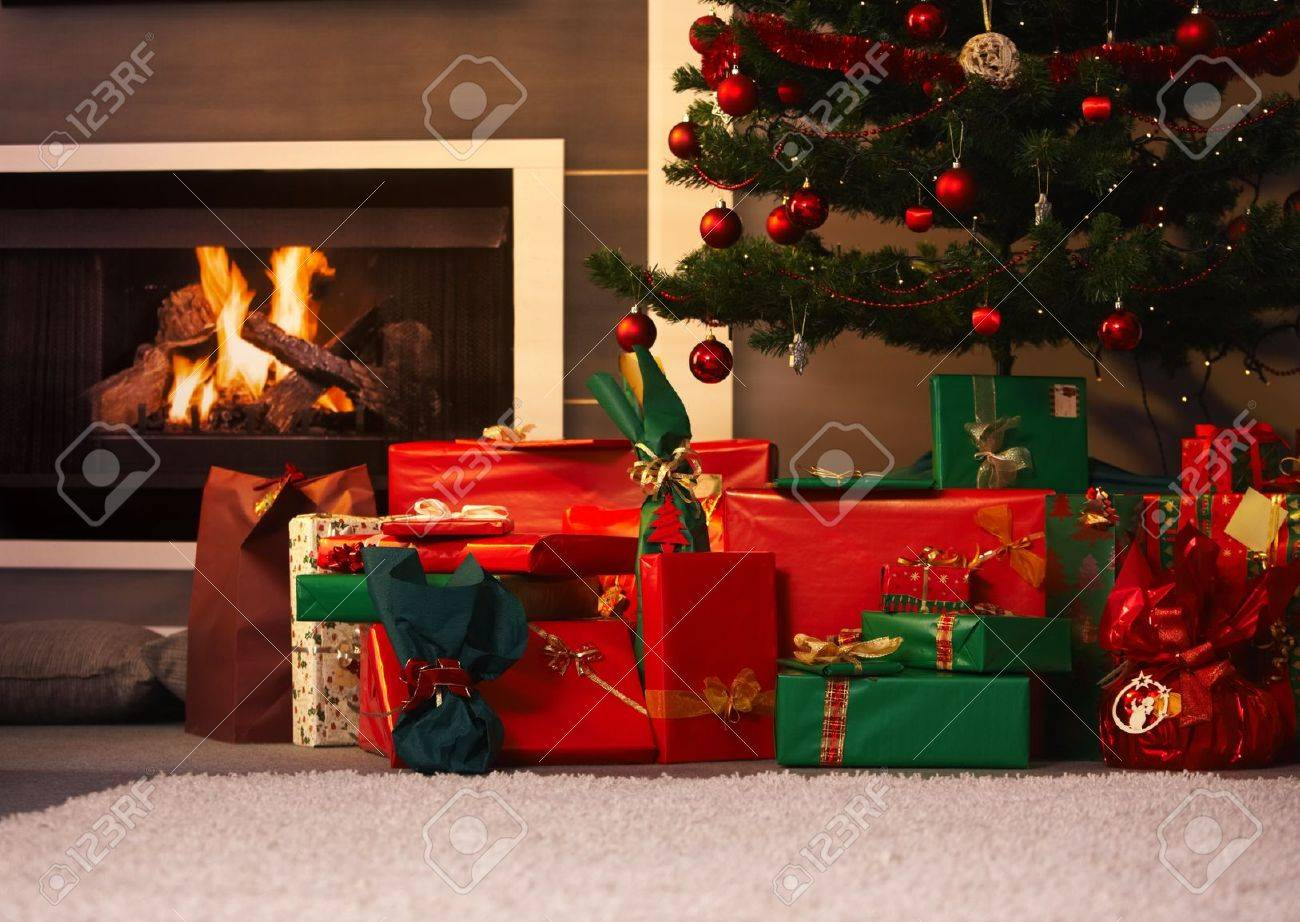still life photo of presents and christmas tree in living room foto