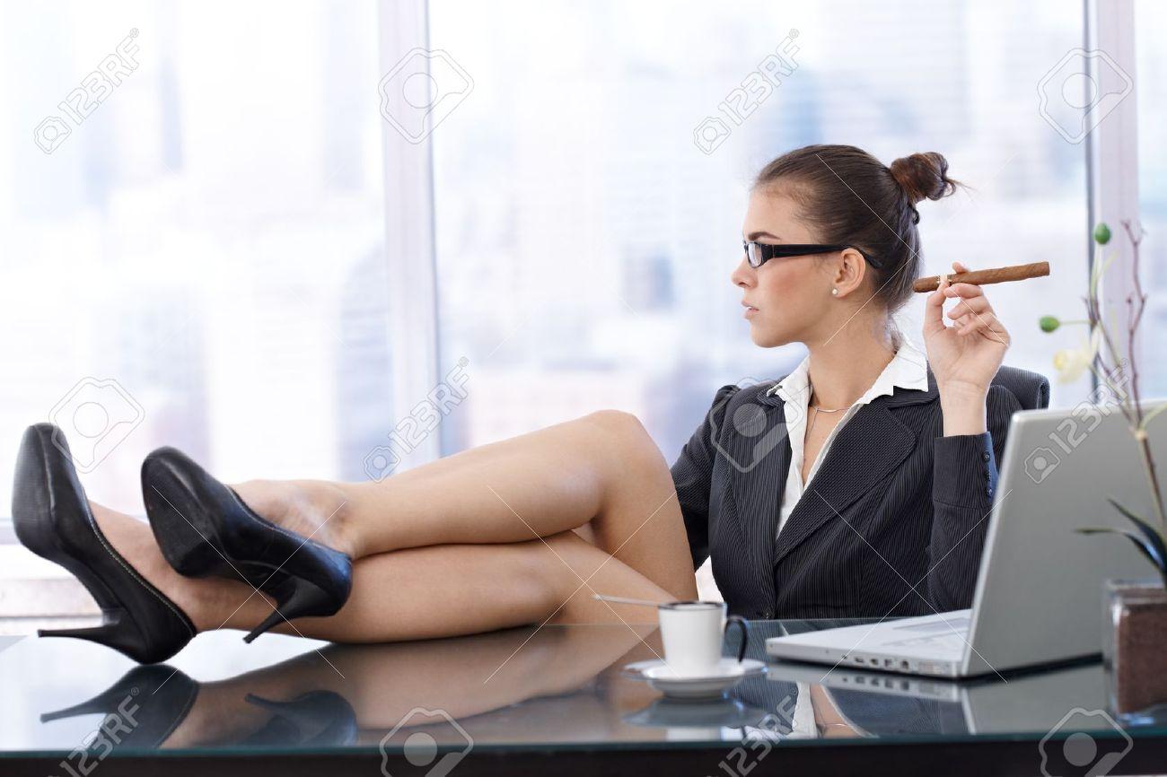 seks-v-ofise-s-ledi-boss