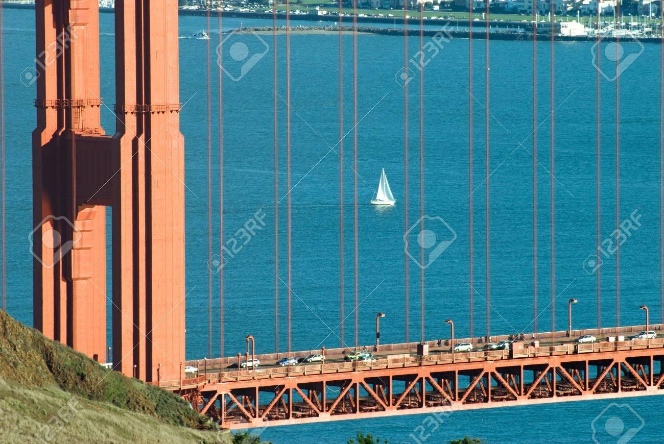 Barco De Vela En El Océano Pacífico En La Bahía De San Francisco ...