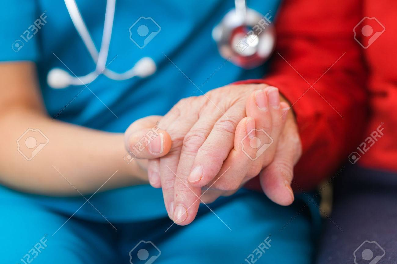 Young doctor giving helping hands for elderly woman Standard-Bild - 37013427
