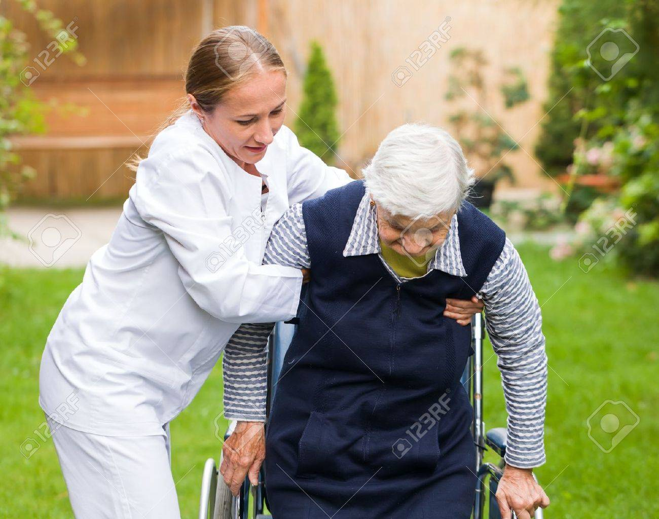 Photo of young carer helping the elderly woman Standard-Bild - 44600682