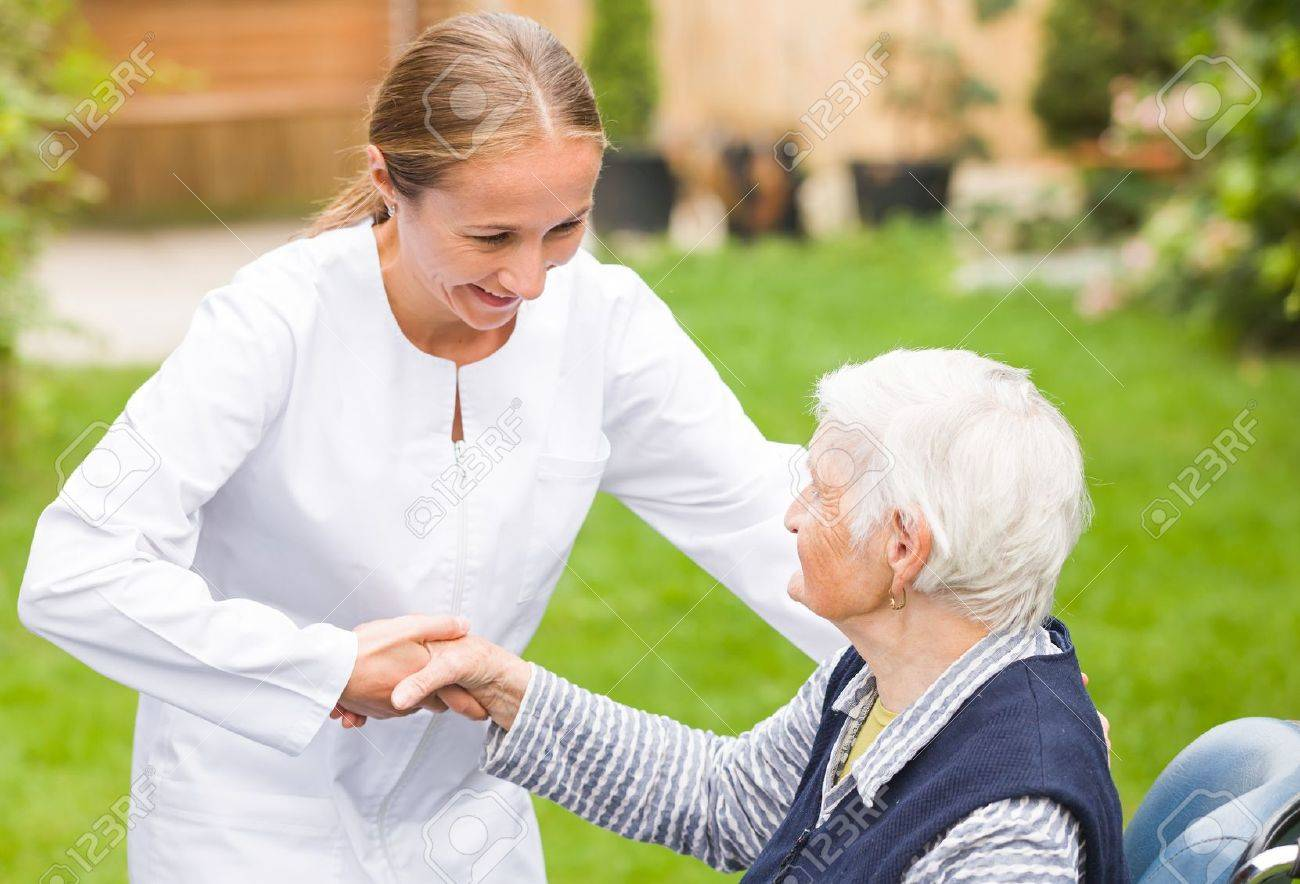Photo of young carer helping the elderly woman Standard-Bild - 44600668