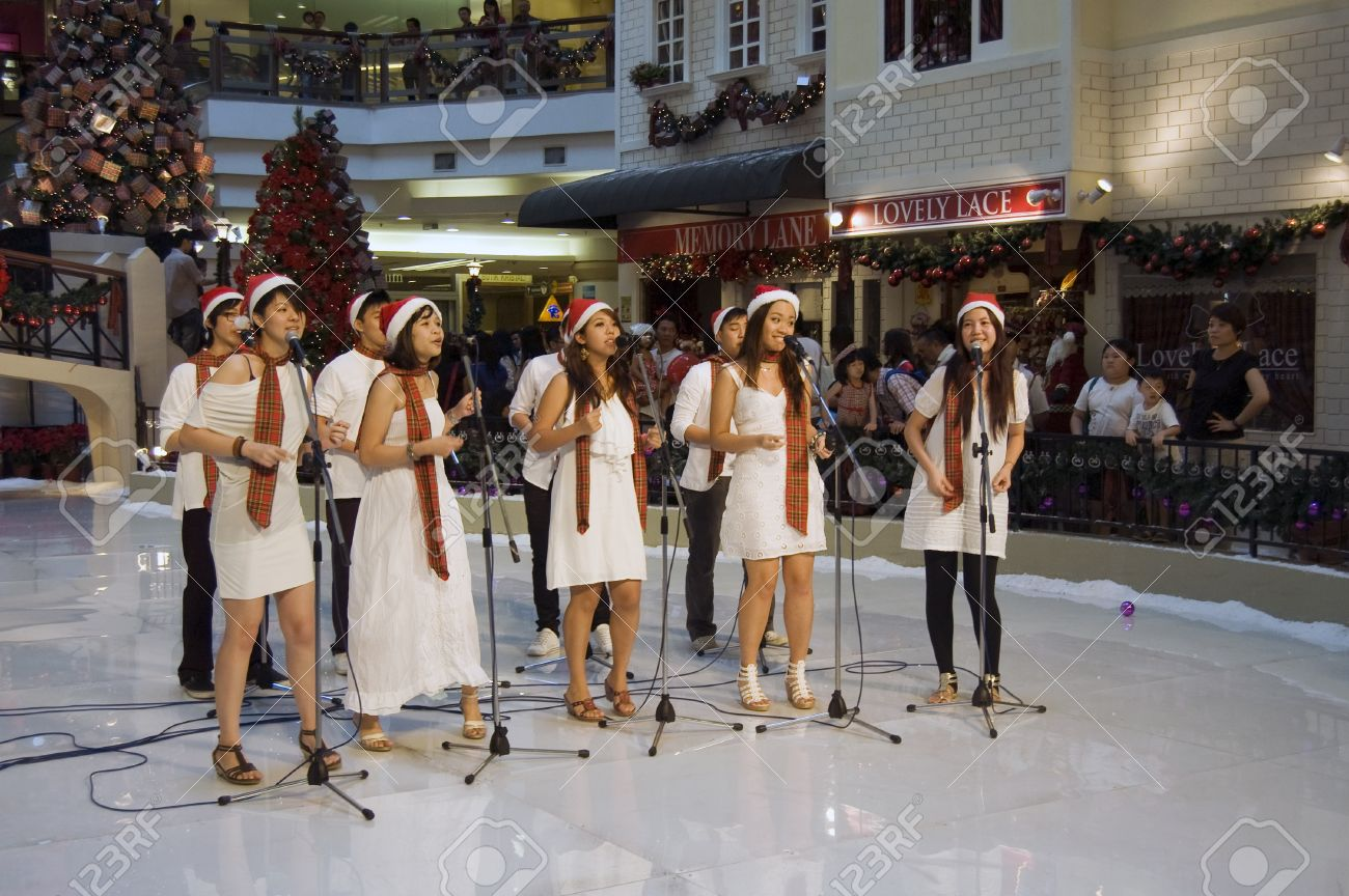 Selangor, Malaysia, December 25, 2010 - Christmas Caroling Performnce at One Utama Shopping Center Stock Photo - 8532979