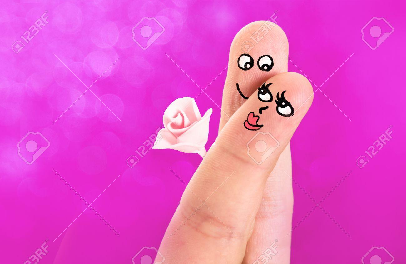 Finger Mit Sussen Gesichter Gemalt Mit Einem Paar In Der Liebe
