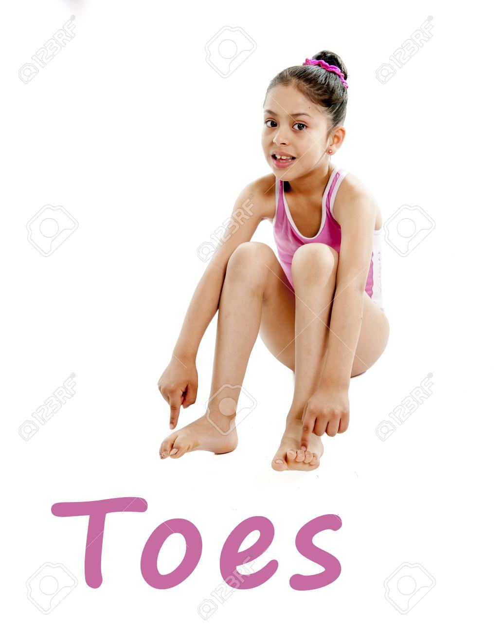 Chica Que Llevaba Un Traje De Baño Rosa Apuntando A Sus Pies Sobre ...