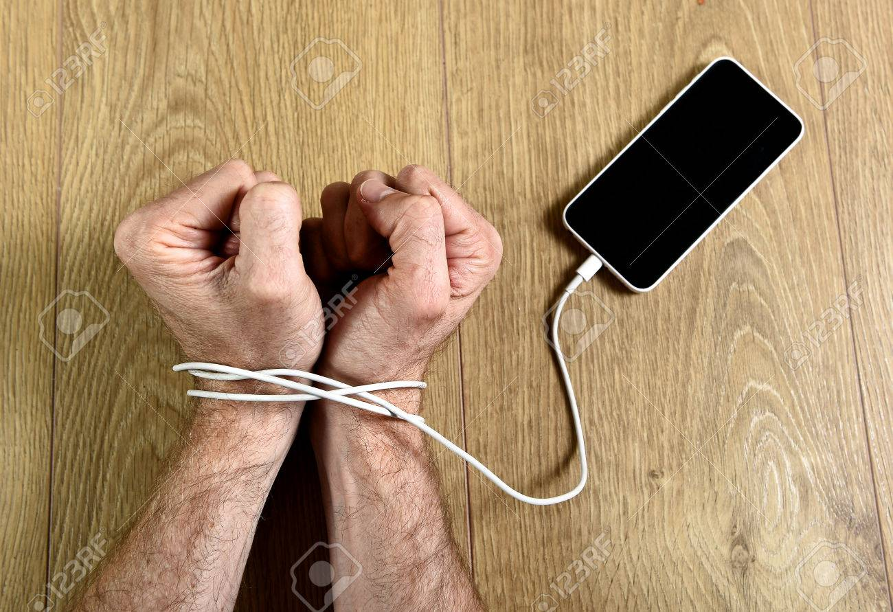 Resultat d'imatges de atrapados al mobil