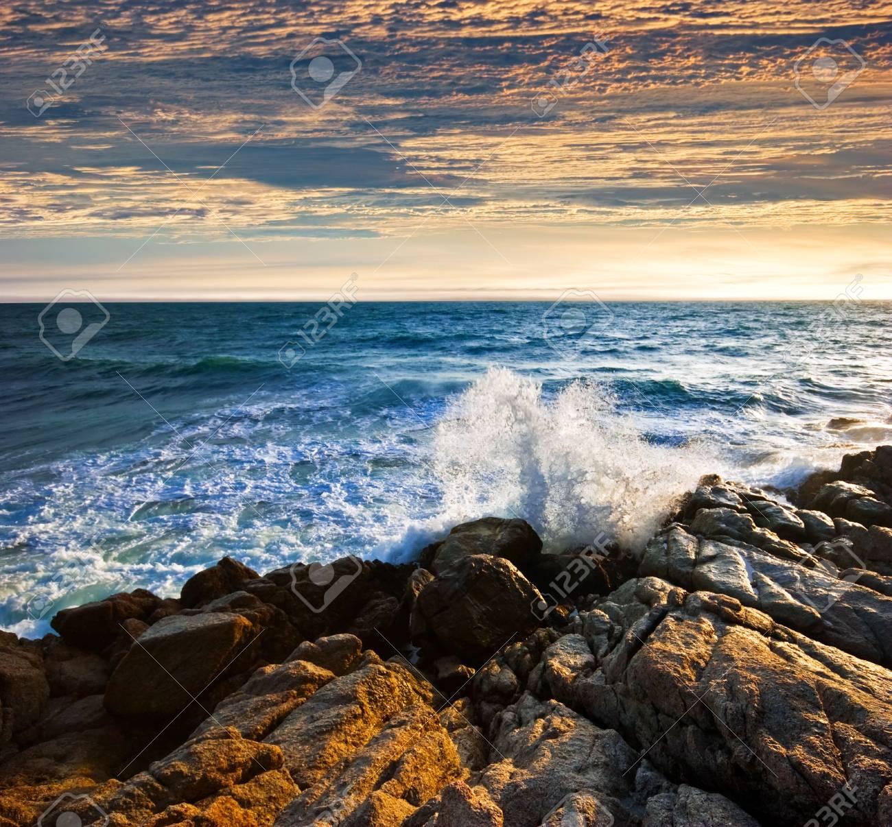 Beatiful sunset in the sea Stock Photo - 6502662