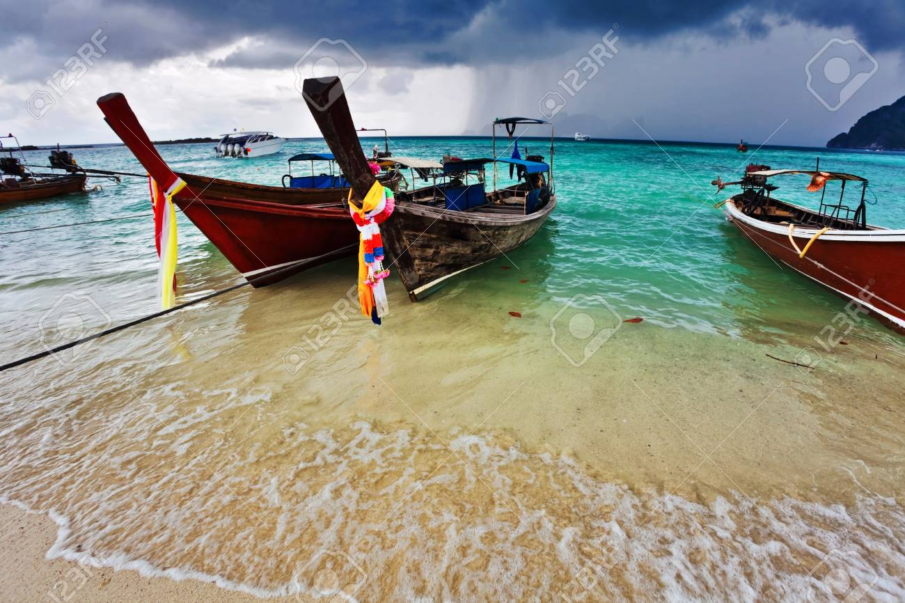 Boats in the tropical sea  Phi Phi island  Thailand Stock Photo - 17124183