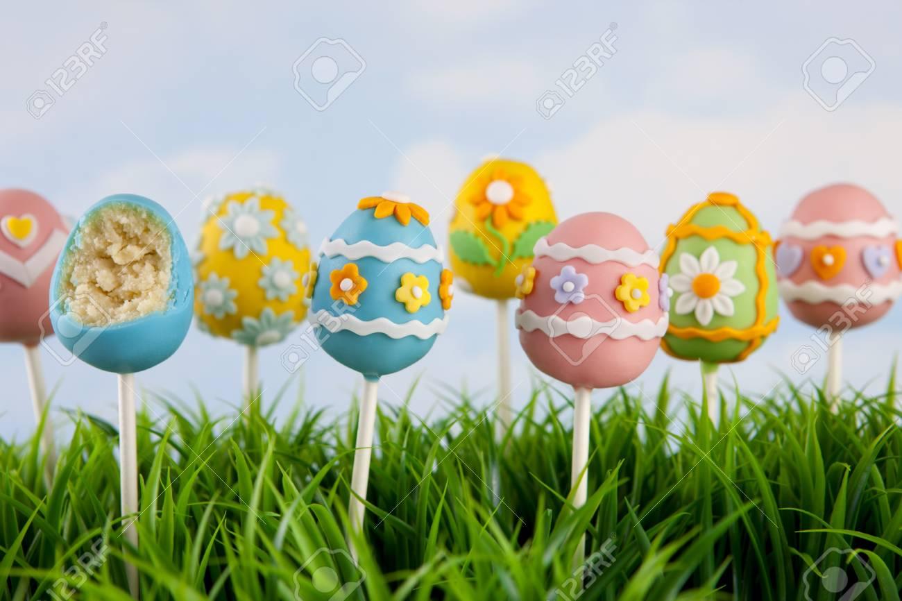 Easter egg cake pops - 12330902