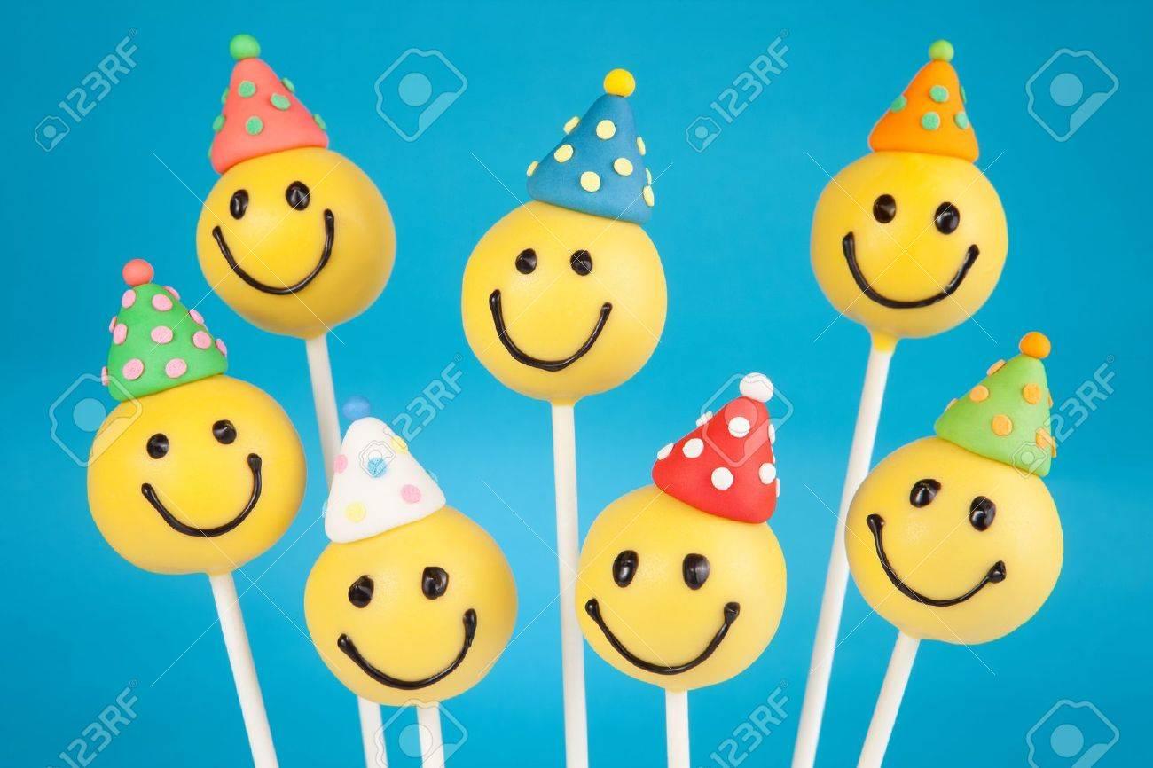 Birthday cake pops - 19622426
