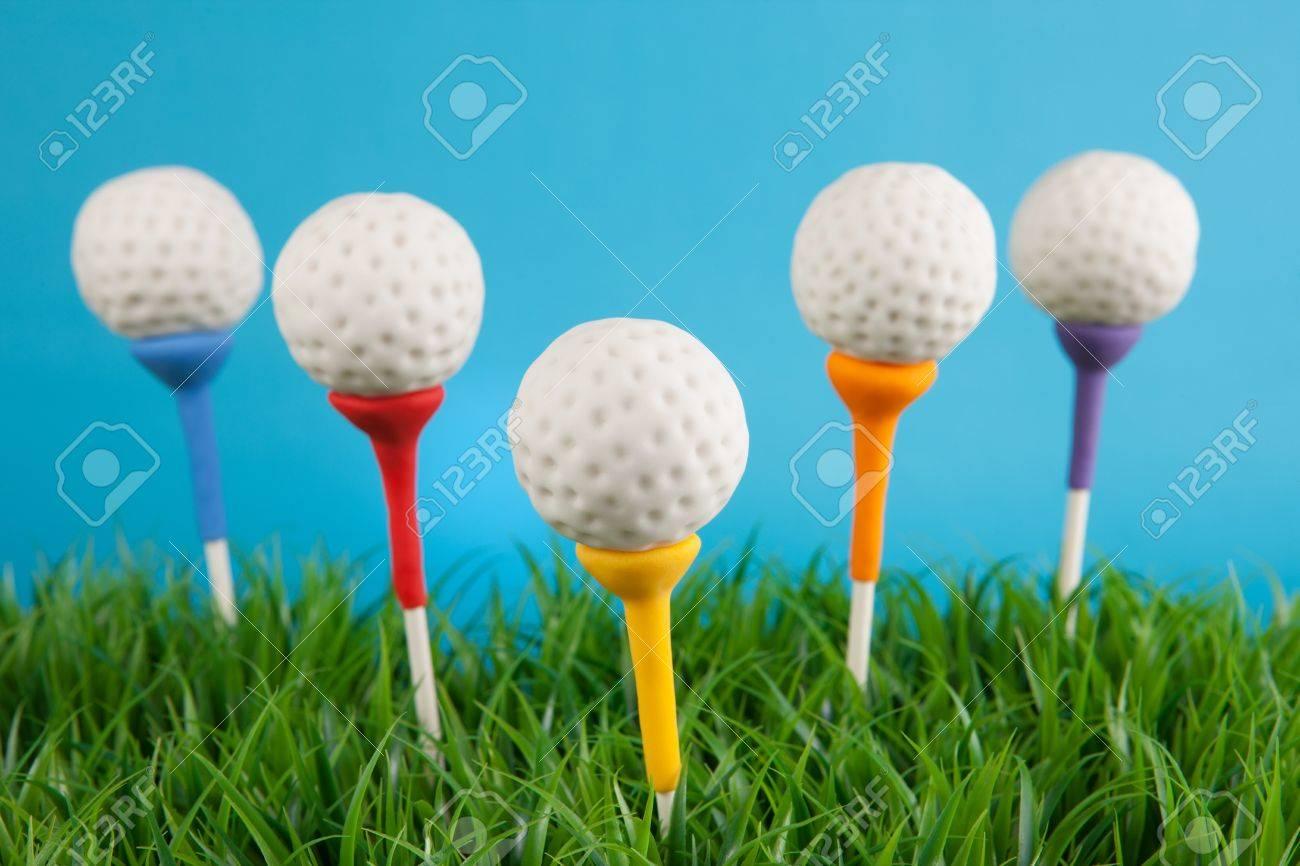 Golf ball cake pops - 19622427