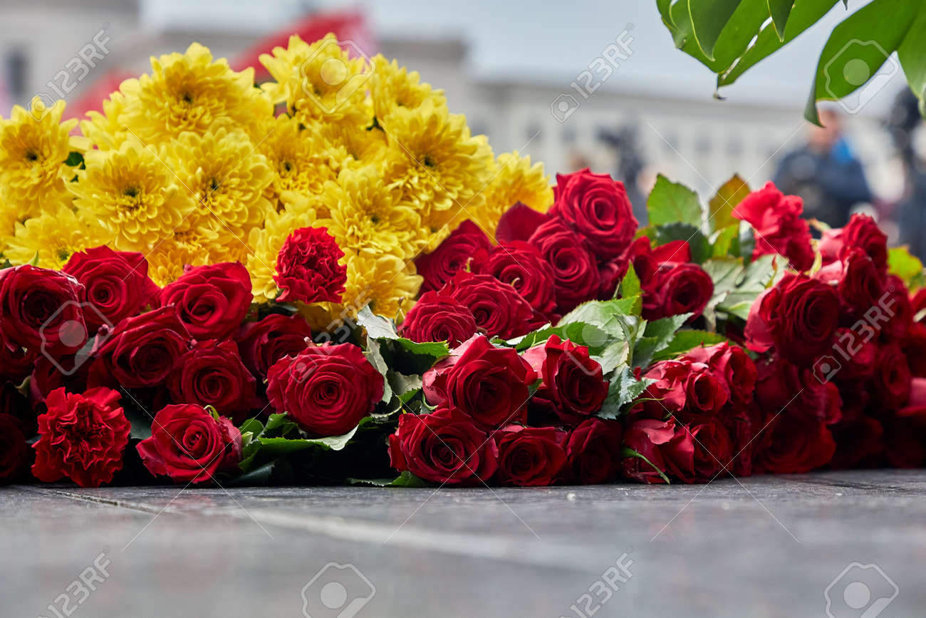 Flowers lie on the granite slab of the monument.Close up - 155766671