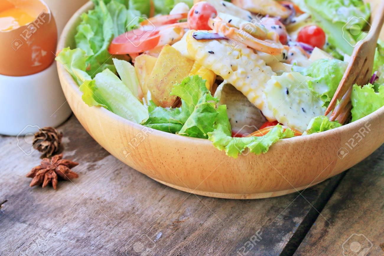 Gemüse Salat Eier Mit Mayonnaise Lizenzfreie Fotos Bilder Und Stock