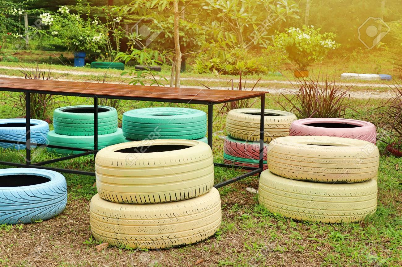 Decorating The Old Tire Chairs Lizenzfreie Fotos Bilder Und Stock