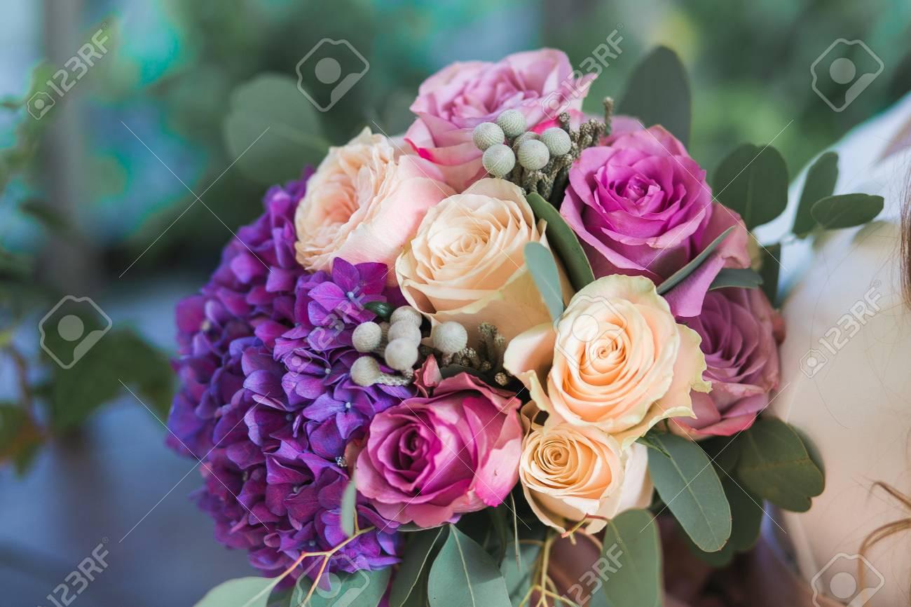 Hochzeitsblumen In Einem Blumenstrauss In Purpurroten Hortensien In