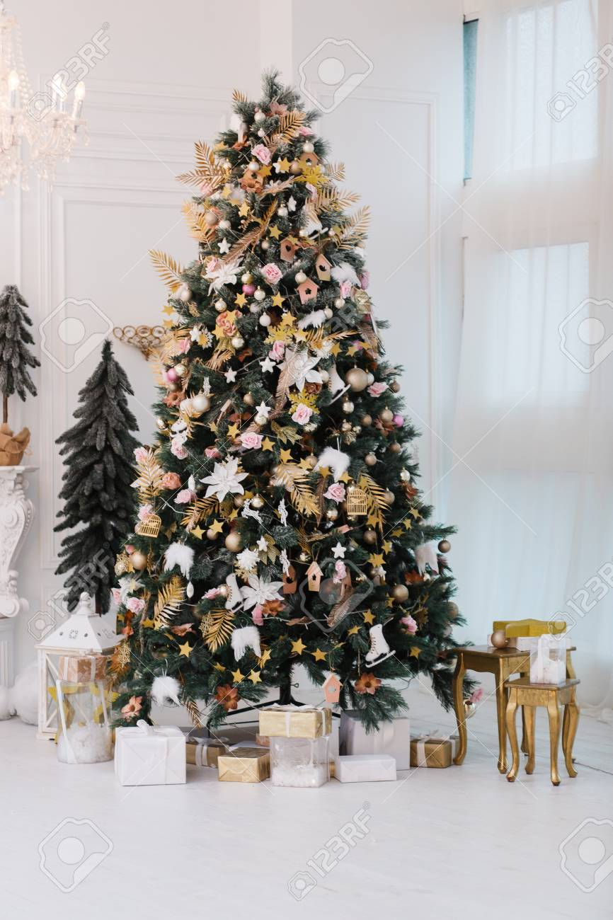 Decorated Gold Christmas Tree With Golden Patchwork Ornament