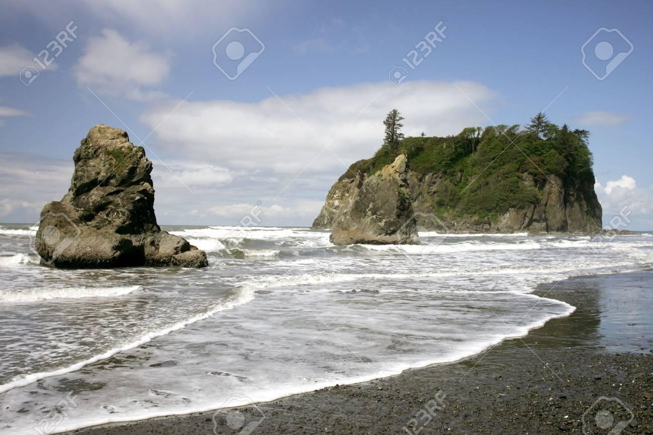 Waves and rocks on Rubi Beach, Olympic NP, Washington