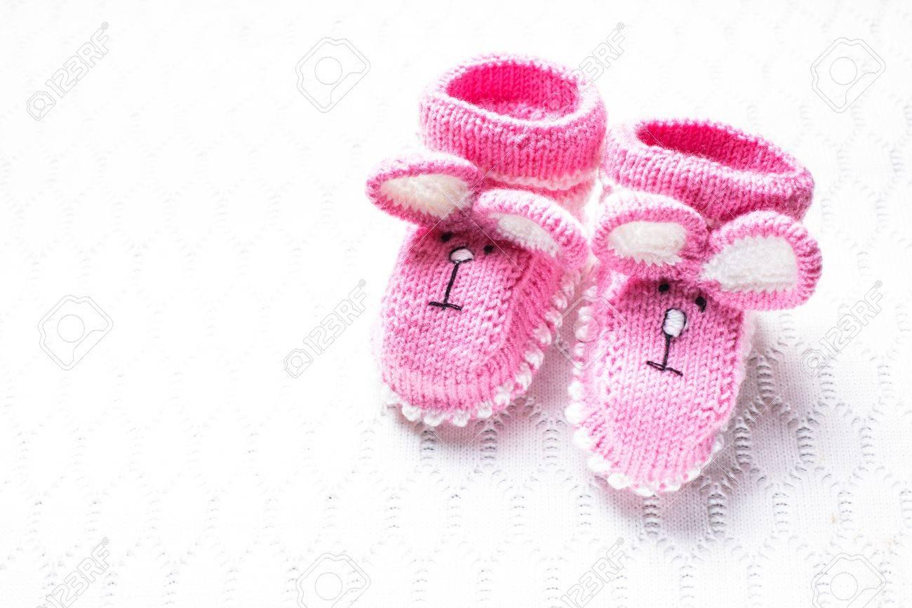 magasin en ligne 3aa2e 26e52 Tricot chaussons bébé rose et une couverture pour petite fille