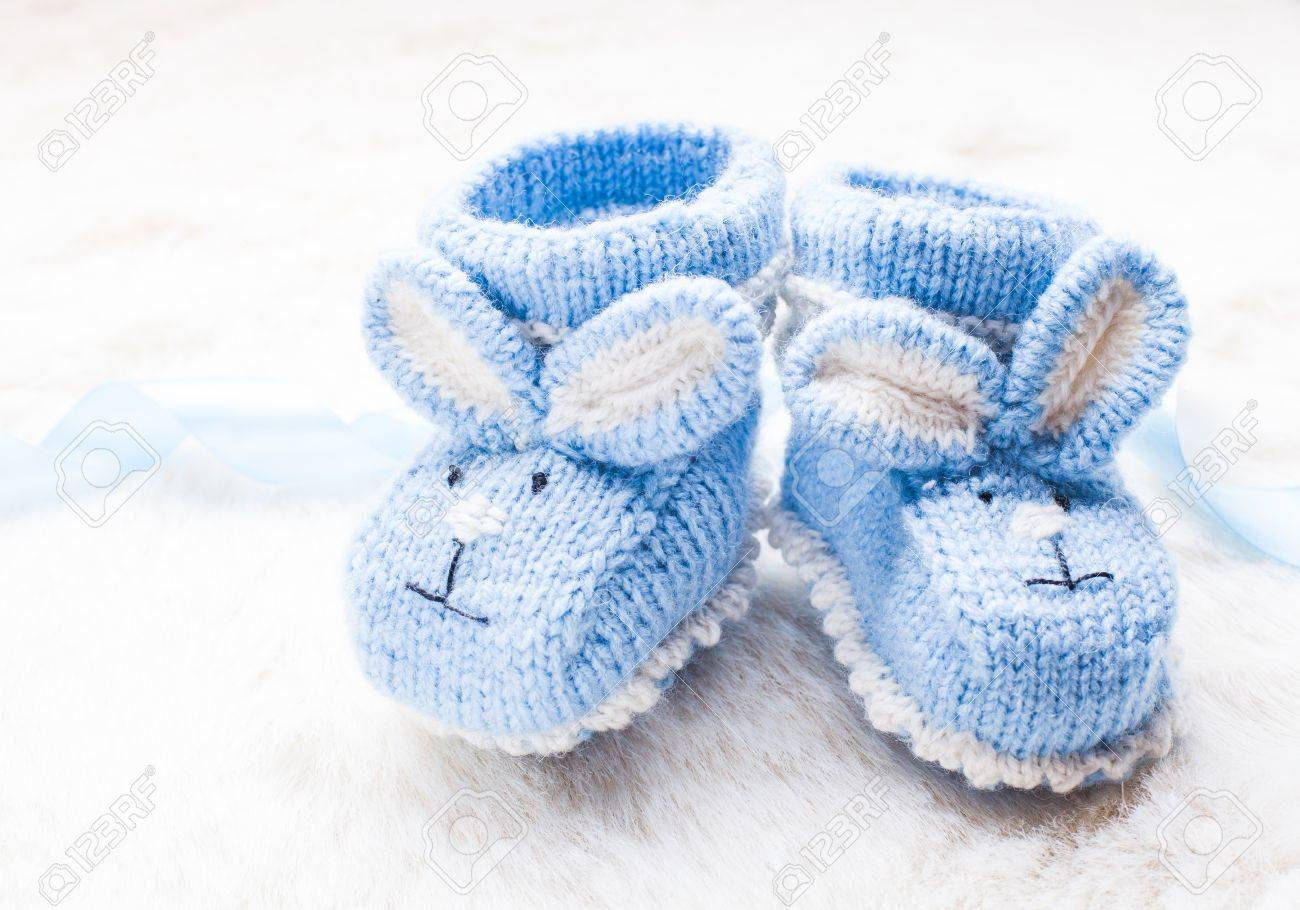 Knitted baby booties - 34216393