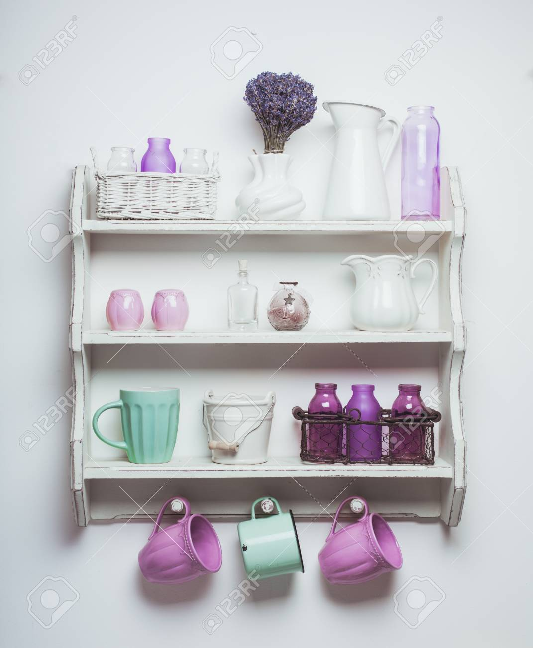 Vintage Regal In Der Kuche Schabiges Chic Stil Mit Lavendel Lizenzfreie Fotos Bilder Und Stock Fotografie Image 42342800