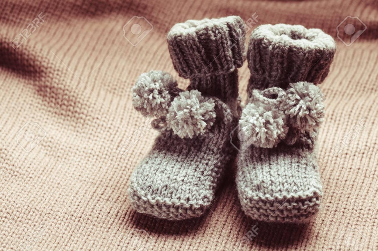100% de satisfacción calidad estable la mejor calidad para De punto zapatitos de bebé de lana con pompones se cierran para arriba