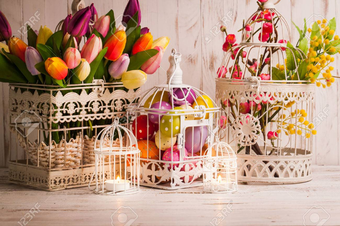 Addobbi Pasquali Shabby Chic.Easter Decorations Shabby Chic Birdcages With Flowers And Eggs
