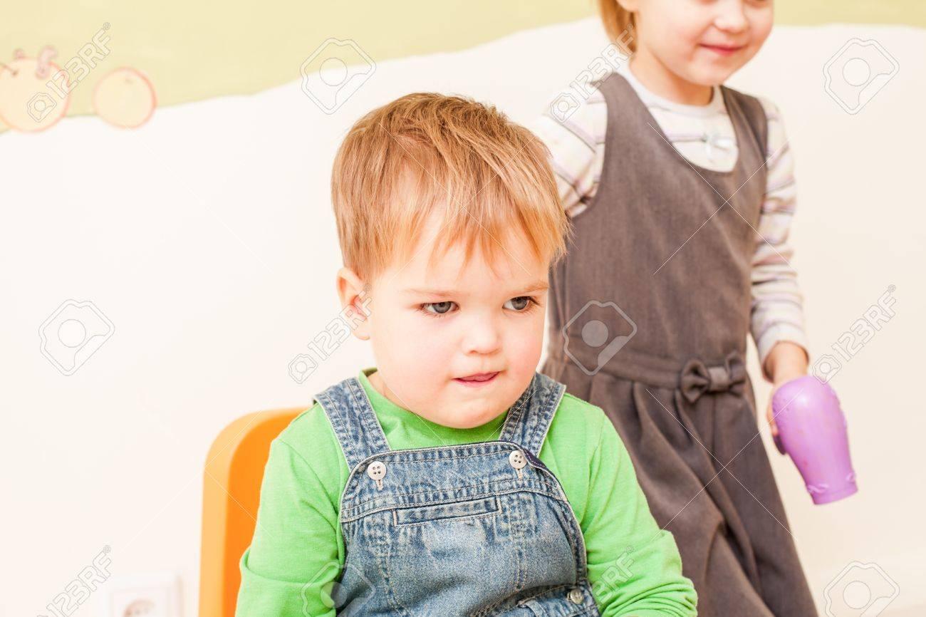 Jeux d'enfants pour les filles sur les coiffures