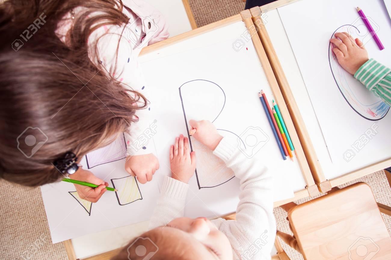 Preschoolers learn letters - 75282738