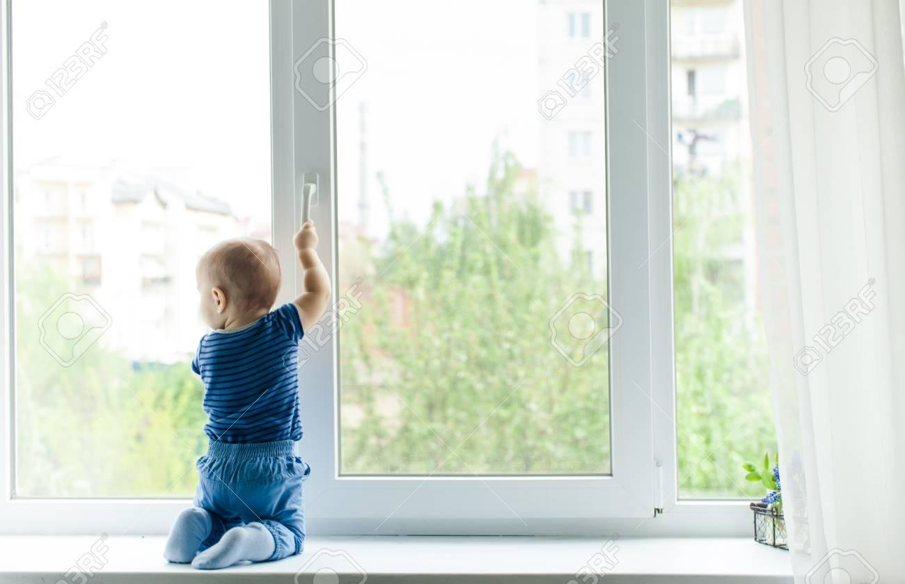 Little boy in danger - 80632440