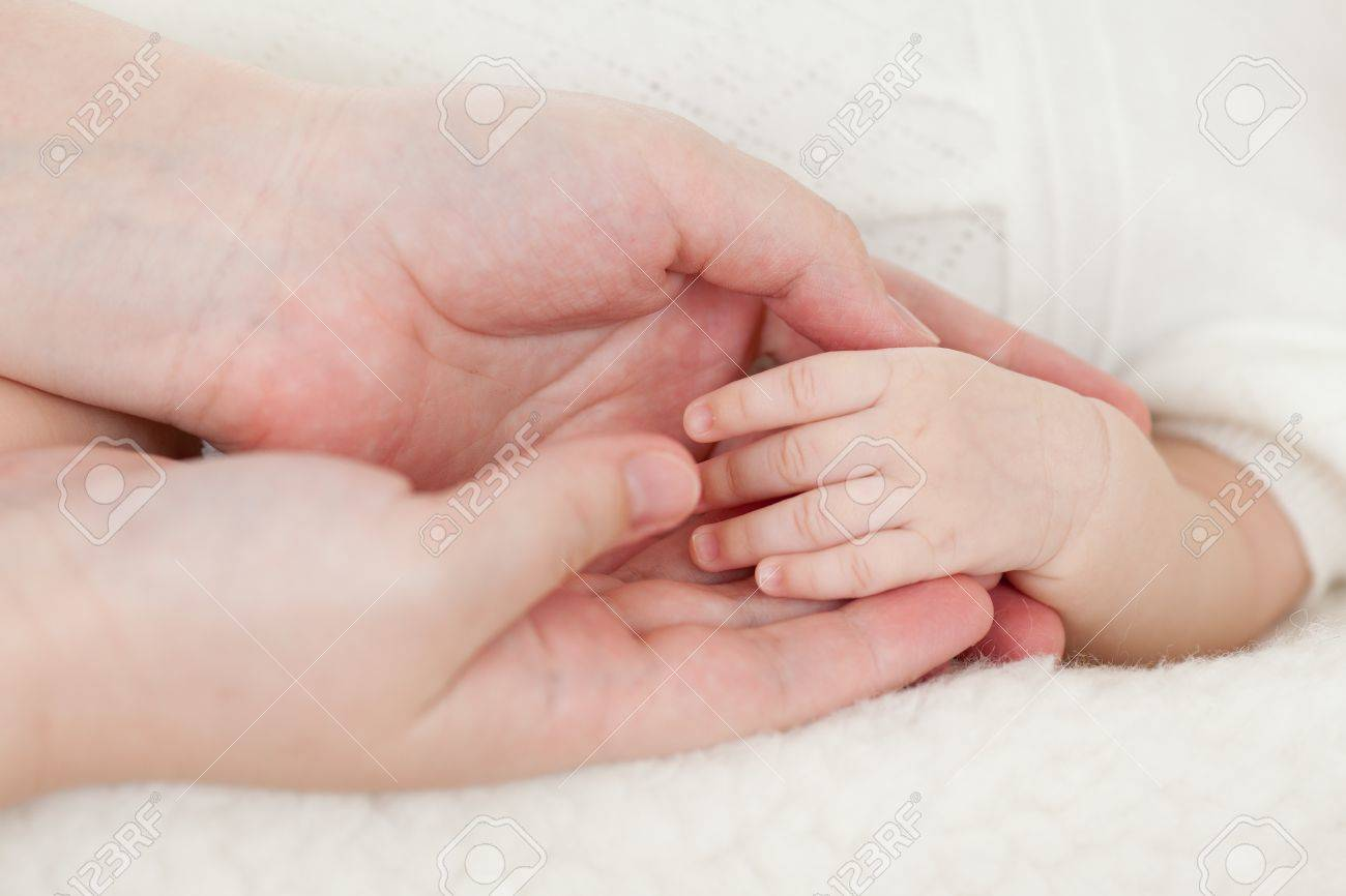 mother hands holding small baby s hand Stock Photo - 13101317
